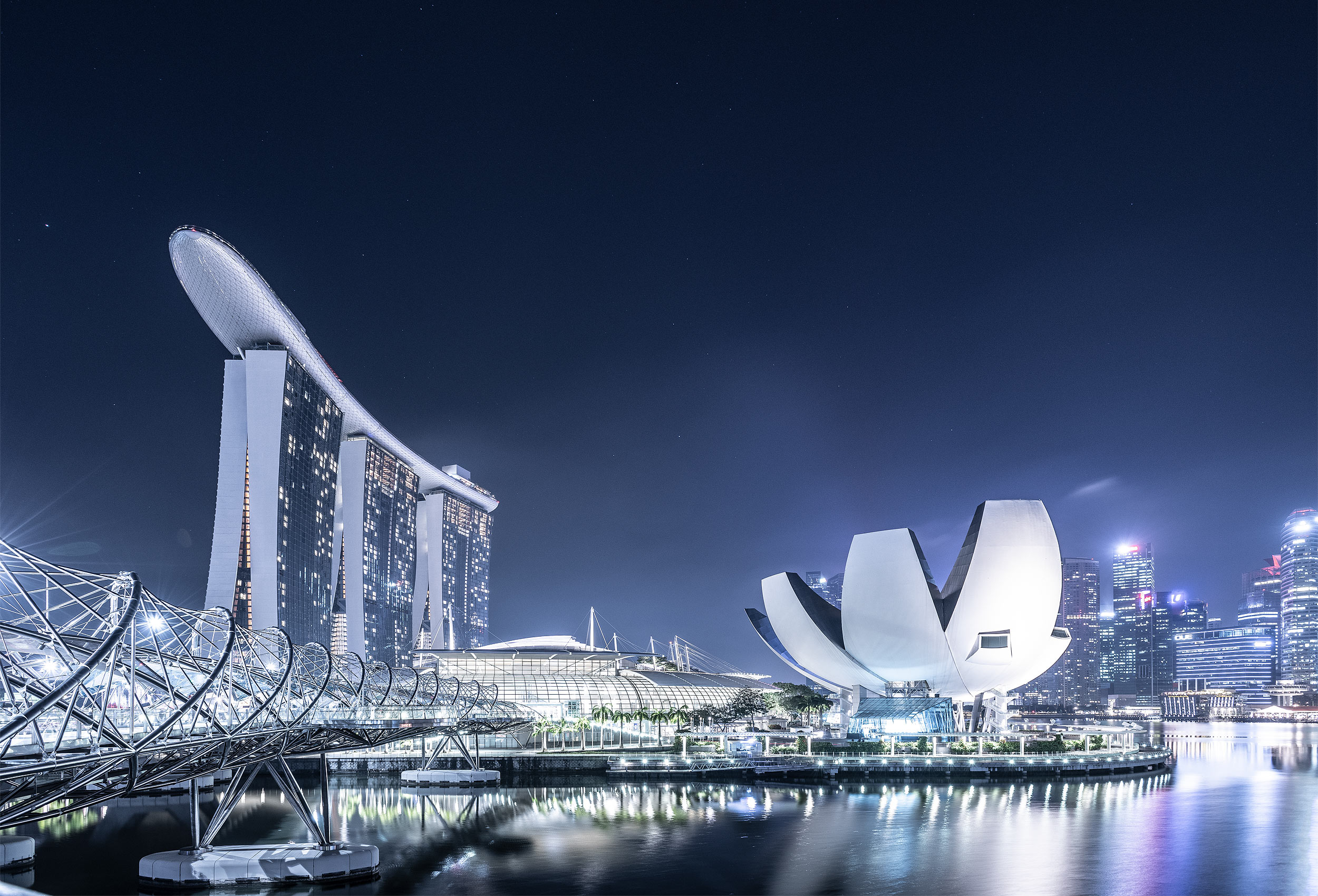 Singapore at night  by cityscape photographer Kristopher Grunert