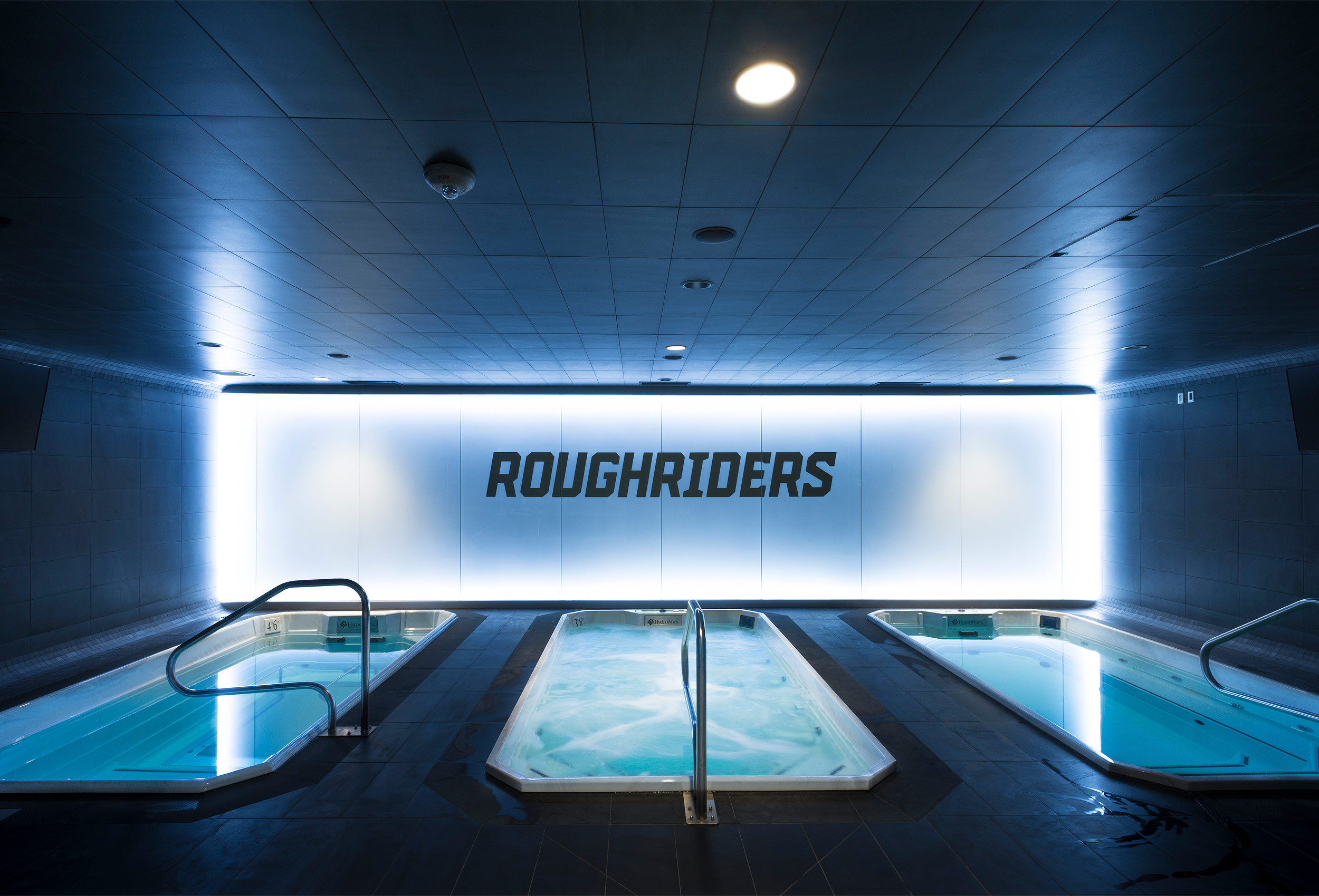 Saskatchewan Roughrider training room by architectural photographer Kristopher Grunert